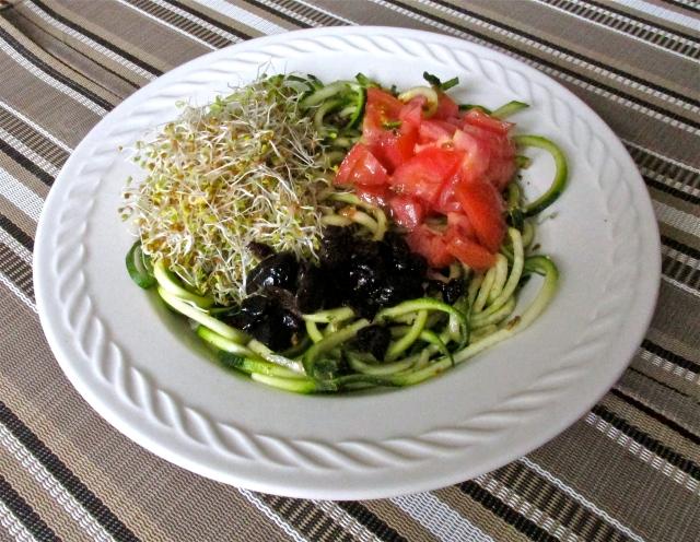 zucchini pasta salad 3