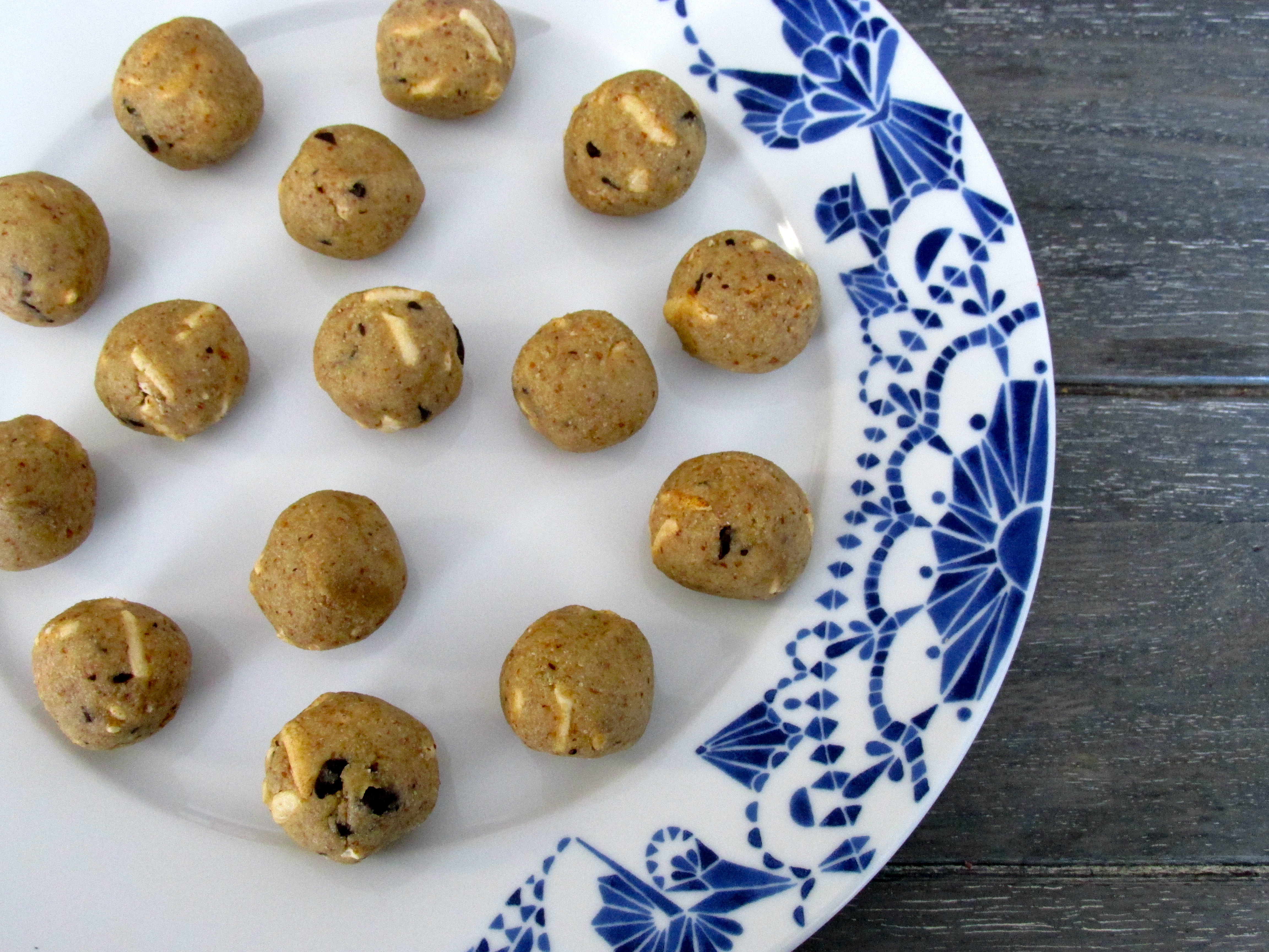 Raw Chocolate Chip Cookie Dough Balls (gluten free, vegan)