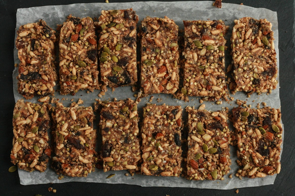 No-Bake Sprouted Buckwheat  + Apricot Granola Bars (gluten free, vegan)